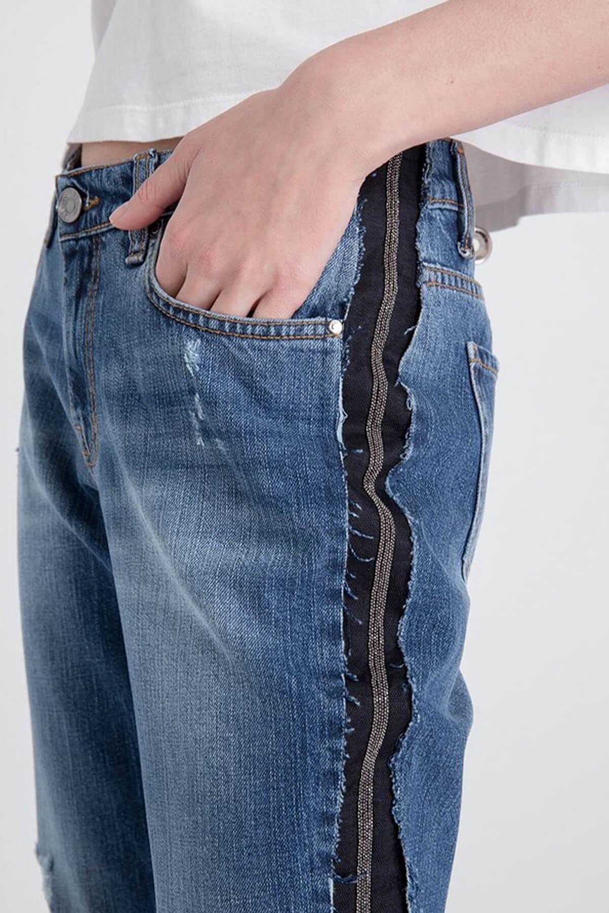Siyah Yan Çizgi Detaylı Mavi Jean